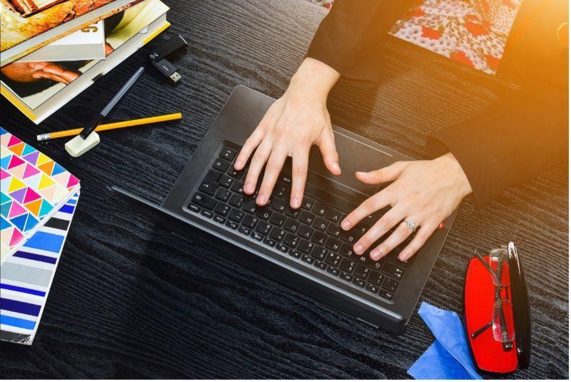 proofreading-laptop-hands-glasses-min
